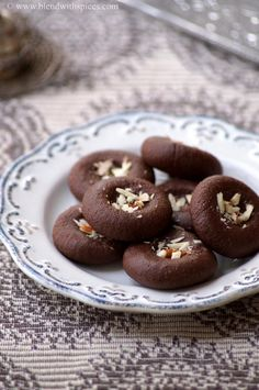 Chocolate Peda Recipe - Easy Indian Sweets #Recipes for #Diwali - blendwithspices.com