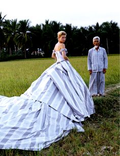 Kate Moss in Good Morning Vietnam by Bruce Weber. Givenchy Couture, SS I never could understand why fashion finds the need to contrast their conspicuous wealth with a poverty stricken field worker. Kate Moss, Karl Lagerfeld, Viviane Sassen, Queen Kate, Bruce Weber, Models, Mode Style, Beautiful Outfits, Gorgeous Dress