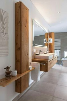 Bathroom. White, wood. Modern. Cosy.