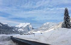 Unsere Straßen werden stets vom Schnee befreit und somit ist eine problemlose Anfahrt garantiert! Mount Everest, Wonderland, Mountains, Nature, Winter Vacations, Ski, Snow, Naturaleza, Nature Illustration
