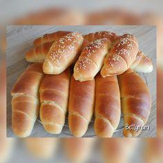 Tejes kiflik | Betty hobbi konyhája Hot Dog Buns, Hot Dogs, Brunch, Bagel, Ciabatta, Bread Recipes, Hamburger, Rolls, Food And Drink
