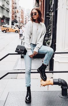 27 New Ideas fashion outfits inspiration grey sweater Fashion Mode, Look Fashion, Trendy Fashion, Fashion Ideas, Fashion Black, Lifestyle Fashion, Trendy Style, Dress Fashion, Fashion Clothes