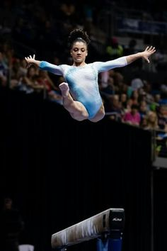 Laurie Hernandez 2016 Gymnastics History, Gymnastics Facts, Gymnastics Images, Amazing Gymnastics, Lauren Hernandez, Final Five, Olympic Team, World Of Sports, Handstand