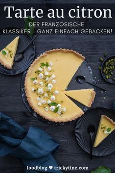 Recipe for tarte au citron - lemon tart simply baked! - Tarte au citron – the cake classic of French patisserie. Simple and successful baking recipe by t - Lemon Meringue Cheesecake, Cheesecake Recipes, Pie Recipes, Baking Recipes, Snack Recipes, Snacks, Bon Dessert, French Patisserie, Smoothie Recipes