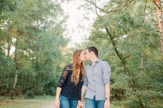 Engagement Kiss - Photographer Anne Paar