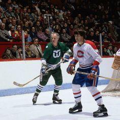 Guy Lapointe a terminé deuxième derrière Bobby Orr dans la course au trophée Norris en 1972-1973 et a été choisi au sein de la première équipe d'étoiles aux côtés de celui-ci. En 1974-1975, Lapointe a amassé 28 buts, un record d'équipe pour un défenseur qui tient encore aujourd'hui. Il a enchaîné avec des campagnes de 21 et 25 filets. Il a été nommé sur la deuxième équipe d'étoiles lors de trois saisons consécutives de 1974-1975 à 1976-1977. Montreal Canadiens, Famous Veterans, Hartford Whalers, Red Wings Hockey, Detroit Red Wings, Hockey Players, Connecticut, Baseball Cards, Guys