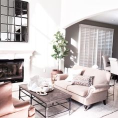 How beautiful is this coastal inspired living room?! This photo is from last week's install with one of our amazingly talented designers, Shelly! Did you know we offer complimentary In-Home Design Services? Call the store to make an appointment!