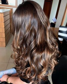 Balayage Ombre Hair Color Ideal For You Summer highlights Ombre Curly Hair, Ombre Hair Color, Hair Color Balayage, Long Curly Hair, Brown Hair Colors, Dyed Hair, Curly Hair Styles, Brown Hair Tones, 4c Hair