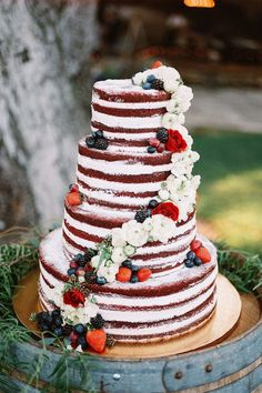 Today I have some Woodland Wedding Inspiration for you to enjoy! With the right kind of decorations you can pull off any look in a forest or for a woodland wedding! Wedding Cake Rustic, Cool Wedding Cakes, Wedding Cake Designs, Wedding Cupcakes, Wedding Ideas, Military Wedding Cakes, Rustic Weddings, Wedding Blog, Picnic Weddings