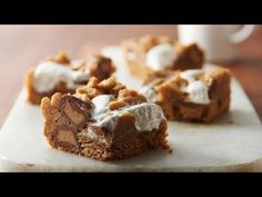 Fluffernutter Bars - Marshmallow and peanut butter come together in these gooey, indulgent bars. - Made from refrigerated peanut butter cookie dough, marshmallow creme, flour, & reeses peanut butter cup minis. Köstliche Desserts, Summer Desserts, Delicious Desserts, Dessert Recipes, Dinner Recipes, Delicious Cookies, Summer Recipes, Yummy Food, Best Christmas Cookies