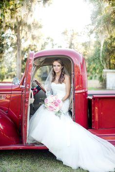 Bride | True Era Photography #weddingphotography #weddingphotographer #florida #evinston #bride #vintage #truck #red #roses #bouquet #weddingdress #countrywedding #jacksonville #naturallight #beautiful