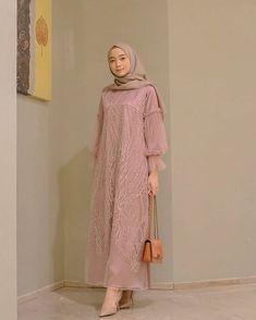 Inspirasi outfit kondangan – N&D – Hijab Fashion 2020 Model Kebaya Brokat Modern, Dress Brokat Modern, Kebaya Modern Dress, Dress Muslim Modern, Muslim Dress, Model Dress Batik, Batik Dress, Kebaya Hijab, Kebaya Dress