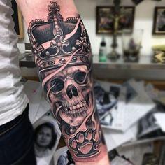 Resultado de imagem para rei caveira tattoo