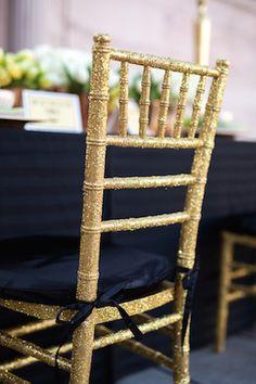 Gold glitter Chiavari chair | Urban Safari Photography | see more on: http://burnettsboards.com/2015/02/oscar-worthy-wedding-inspiration/