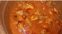 CARNE EN SALSA FUSSIONCOOK:800gr de cerdo para guisar 1 pimiento verde 1 pimiento rojo 1 cebolla  2 dientes de ajo 1 brik de tomate frito 1 medida de vino blanco 1/2medida de aceite de oliva Sal y pimienta  Cortar toda la verdura pequeñita y sofreir un poco con el aceite, menu freir. Añadir la carne y terminar de sofreir todo. Añadir el vino, la sal , pimienta y el tomate, menu guiso valvula cerrada 30 minutos. Despresurizar  y servir.