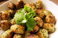 Spinach & Chicken Thai Meatballs (Gluten and Egg Free) - not a Thermomix recipe but easily adapted Egg Free Recipes, Paleo Recipes, Asian Recipes, Real Food Recipes, Chicken Recipes, Cooking Recipes, Panini Low Carb, Healthy Cooking, Healthy Eating