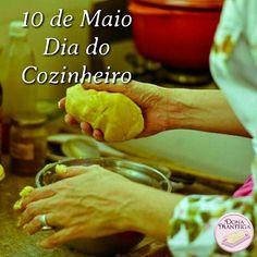 """""""- Todos os molhos estão no livro?  - Sim, mas não são para estar nos livros. Tem que estar no coração, depois na panela."""" Com a frase do filme """"100 Passos para um Sonho"""", comemoramos o Dia do Cozinheiro. Foto: Clarissa Ikeda @clarissaikeda. #cook #diadocozinheiro  @donamanteiga #donamanteiga #danusapenna #amanteigadas #gastronomia #food #bolos #tortas #pie www.donamanteiga.com.br"""