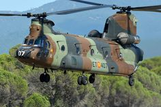 Spanish Army Aviation (FAMET) CH47 Chinook helicopter, Photo : André Bour