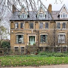 A Lady in London on Instagram. This London house in Camberwell is beautiful. Secret Places In London, Camberwell College Of Arts, London House, London Travel, Christmas Shopping, Happy Sunday, Trip Planning, Mansions