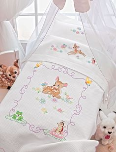 Colcha bordada Pillow Embroidery, Sewing Machine Embroidery, Cross Stitch Embroidery, Cross Stitch Patterns, Baby Sheets, Baby Bedding Sets, Baby Pillows, Baby Knitting, Crochet Baby