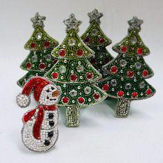 ◉ツリーのスタンドオーナメント (シルバー) ¥2,916(税込) ◉スノーマンのスタンドオーナメント ¥1,512(税込) #christmas #ChristmasTree #snowman #クリスマス #ビーズ刺繍 #ハンドメイド #刺繍 #手芸 #お稽古 #オートクチュール #keijitagawa #田川啓二