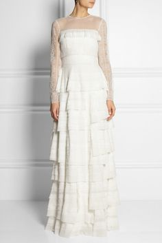 Love this gorgeous tiered lace Alberta Ferretti dress #weddingdress #weddinggown #bride
