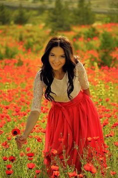 Turanian Nations- Ural-Altaic family added a new photo. Girl Photo Poses, Girl Photos, Cute Instagram Pictures, Romantic Girl, Girls With Flowers, Fantasy Girl, Red Poppies, Photography Women, Beautiful Models