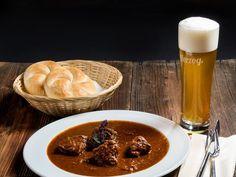 #Kulinarik - Rindsgulasch Chili, Soup, Goulash Recipes, Brewery, Beer, Chile, Soups, Chilis