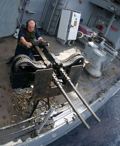 The Machine Gun or Browning Caliber Machine Gun is a heavy machine gun designed towards the end of World War I by John Browning. It is very similar in design to. Military Weapons, Weapons Guns, Guns And Ammo, Airsoft Guns, Big Guns, Cool Guns, Awesome Guns, Animal Attack, Cat Attack