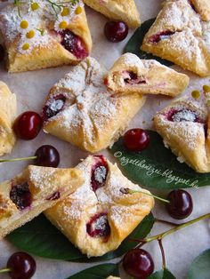 Pie Recipes, Dessert Recipes, Cooking Recipes, Drink Recipes, Recipies, Kiss Pies, Puff Pastry Desserts, Hungarian Recipes, Hungarian Food