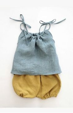 Linen / Organic Cotton Clothing for Babies and Toddlers by moonroomkids Pretty Handmade Linen Baby Top & Bloomers Fashion Kids, Baby Girl Fashion, Fashion Clothes, Cheap Fashion, Trendy Fashion, Fashion Outfits, Womens Fashion, Costume En Lin, Baby Outfits