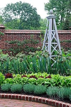 FORMAL_VEGETABLE_GARDEN_WITH_STRUCTURE
