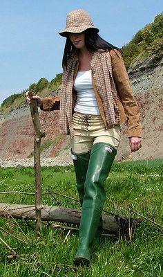 Wellies Rain Boots, Hunter Rain Boots, Thigh High Boots Flat, Countryside Fashion, Hunter Outfit, Rainy Day Fashion, Vintage Boots, Long Boots, Rain Wear