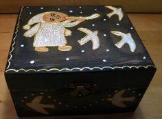 cutie lemn 13x11x7,5 cm, pictata (acrilice), antichizata si lacuita manual
