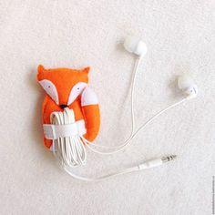 Для телефонов ручной работы. Ярмарка Мастеров - ручная работа. Купить Держатель… Small Sewing Projects, Crochet Projects, Sewing Crafts, Felt Diy, Felt Crafts, Diy And Crafts, Felt Coasters, Sewing Patterns Free, Christmas Crafts