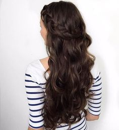 Mmm… chocolate brown hair color is just as deep and delicious as the dessert it was named after. It's a color that is full of richness and is certainly alluring