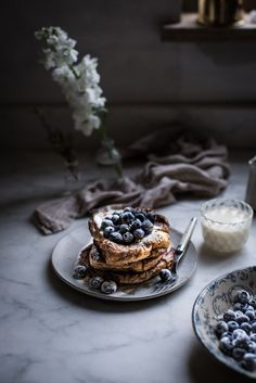 london fog french toast + sugared blueberries (Local Milk) French Toast im Londoner Nebel + gezuckerte Blaubeeren Pavlova, Brunch Recipes, Breakfast Recipes, Breakfast Desayunos, Breakfast Ideas, Local Milk, Yummy Food, Tasty, Recipe Of The Day