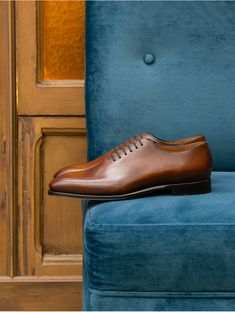 Men Photography, Men Street, Shoes Men, Shoe Brands, Wedding Shoes, Jeans, Street Styles, Christian Louboutin, Oxford Shoes