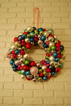 I have a couple of hundred spare red and gold baubles, might have to give this a go this Christmas. Bauble Wreath, Ornament Wreath, Christmas Baubles, Christmas Crafts, Jingle All The Way, Holiday Decorating, Decorating Ideas, Craft Ideas, Wonderful Time
