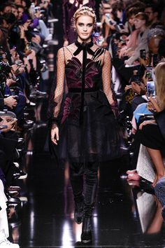 See the complete Elie Saab Fall 2017 Ready-to-Wear collection.