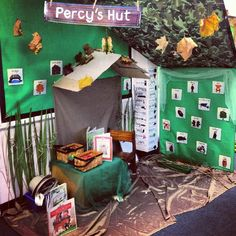 A super Park Keeper classroom role-play area photo contribution. Great ideas for your classroom! Teaching Displays, School Displays, Classroom Displays, Literacy Display, Eyfs Classroom, Classroom Decor, Classroom Design, Science Classroom, Percy The Park Keeper