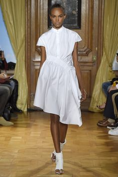 Viktor & Rolf RTW Spring 2015 - Slideshow - Runway, Fashion Week, Fashion Shows, Reviews and Fashion Images - WWD.com