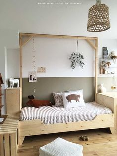 Scandinavische style kids room - LOVE this plywood bed frame!