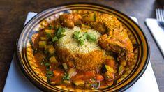 Dans certains coins de Sicile, un plat immémorial est toujours servi, couscous à la sardine. Selon les Siciliens, c'est d'ici, comprendre de cette belle cité du sud italien, que l'aventure du couscous aurait entamé son voyage vers l'Afrique du Nord, Egypte inclue, évidemment, ensuite la Mauritanie, le Sahara Occidental, le Mali, une bonne partie du … Couscous, Curry, Chicken, Cooking, Ethnic Recipes, Desserts, Italy, Kitchen, Tailgate Desserts