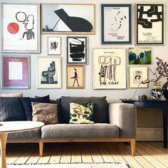 Da der over tid kom nye værker til og andre blev fundet frem Living Room Small, Home And Living, Living Room Decor, Bedroom Decor, Of Wallpaper, Home Decor Inspiration, Decoration, Interior Design Living Room, House Design