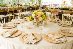 Detalhes dos soulsplat, centro de mesa e guardanapos.
