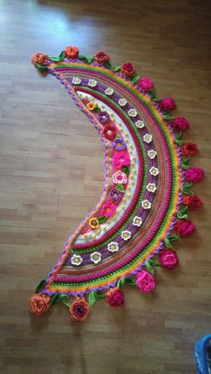 Resultado de imagen para adinda zoutman crochet The Effective Pictures We Offer You About Crochet doilies A quality picture can tell you many things. Crochet Triangle, Crochet Mandala, Freeform Crochet, Crochet Poncho, Crochet Scarves, Crochet Motif, Irish Crochet, Crochet Designs, Crochet Flowers