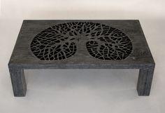 Ława X wykonana z litego drewna, w tradycyjne sposób, bez użycia jakichkolwiek metalowych łączników, wkrętów itd.  Wykończone przy zastosowaniu oryginalnych technik nadających im niepowtarzalnego wyglądu. Swoją stylistyką nawiazują nieco do stylu rustykalnego i stylu skandynawskiego, lecz główna inspiracja przy ich powstawaniu czerpana jest z natury. materiał – dąb, wykończony woskiem, bardzo delikatny satynowy połysk, wymiar: 100cm x 61cm x 30cm x 4.3cm