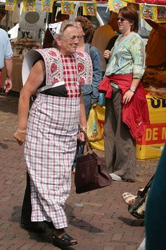dressed up for doing shoppings, via Flickr. #Utrecht #Spakenburg