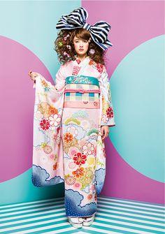 Yukata Kimono, Kimono Dress, Modern Kimono, Kimono Design, Wedding Kimono, Summer Kimono, Japanese Patterns, Japanese Textiles, Kanzashi